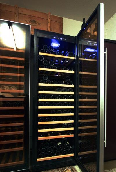 Quelle est la taille idéale d'une armoire à vin climatisée pour une utilisation optimale de l'espace?